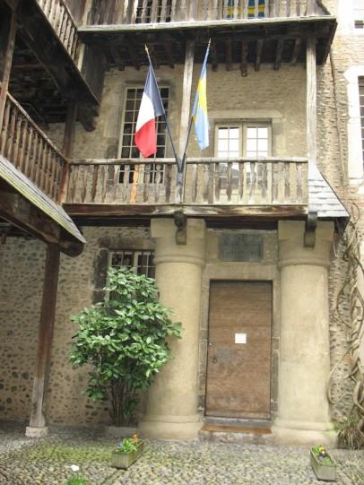 http://cubanuestra2eu.files.wordpress.com/2010/02/pau-museo-bernadotte-febrero-2010-080-2.jpg?w=225&h=300