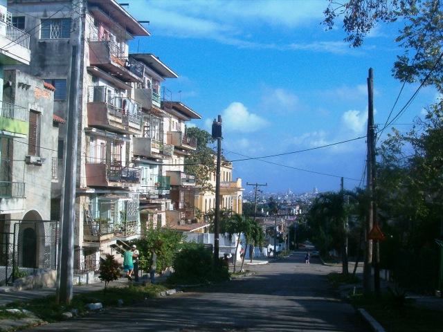 Vista de La Habana desde las colinas de La Víbora. Foto:Jgarch . Pinche la imagen para reccorrer el barrio en formato PPS