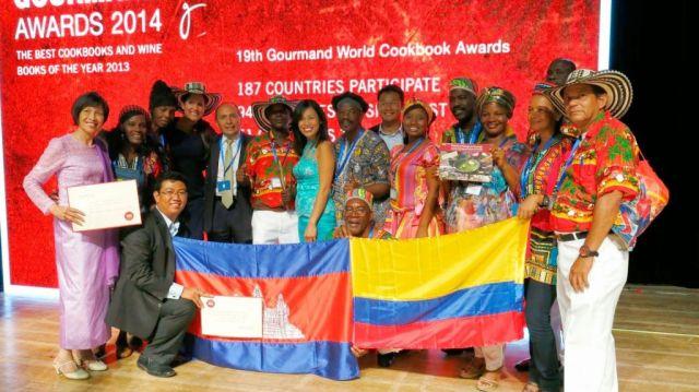 """El grupo de palenqueros que recibió el premio en la 19 edición del Gourmand World Cookbook Awards para """"Cocina palenquera para el mundo""""."""