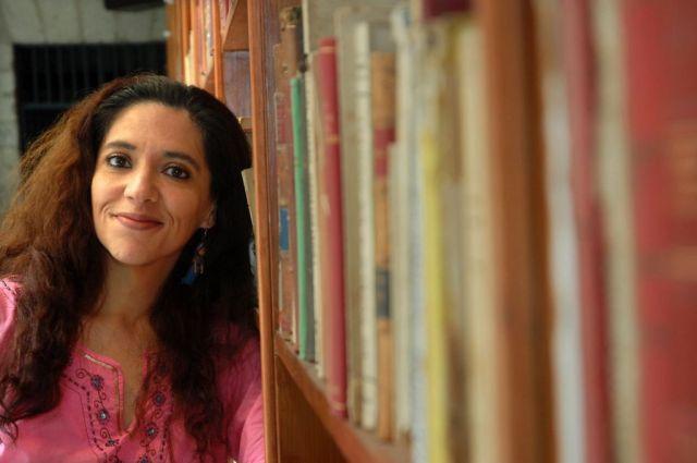 """Eve Gil presentará en la FUL 2014 su libro """"Doncella Roja"""", tercera y última parte de la trilogía integrada por """"Sho-Shan y la dama oscura"""", y """"Tinta Ultravioleta""""."""