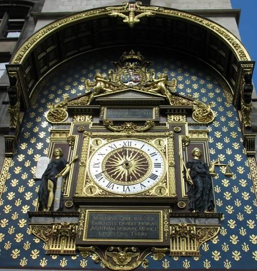 La foto de la portada: el célebre Reloj de la Conserjería de París.