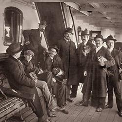 Anónimo: Blasco Ibáñez recibido en el puerto de  Buenos  Aires. 1909 (detalle). (Col. particular).